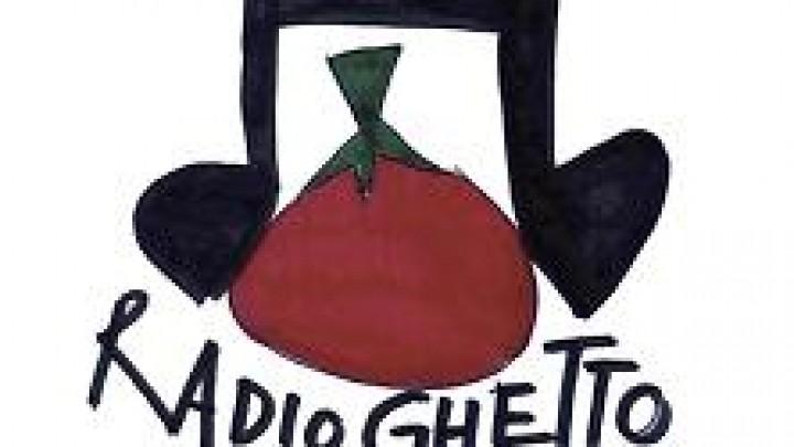 """""""Radio Ghetto"""", il media multilingue che, dalle campagne, dà voce ai migranti"""