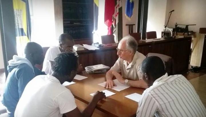 Lugnano in Teverina, corsi di italiano per immigrati tenuti gratuitamente da un professore in pensione