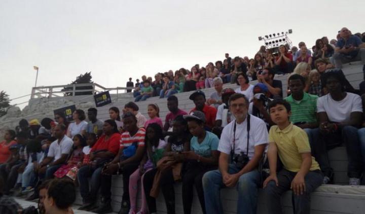 """Siracusa, giovani profughi a teatro coinvolti da Moni Ovadia ne """"Le Supplici"""" di Eschilo"""