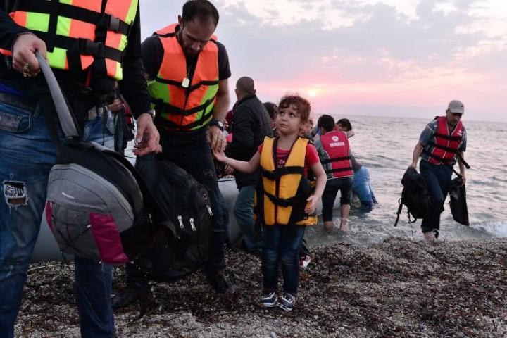 In Grecia, alcuni cittadini, rischiando la galera, si attivano per aiutare i migranti