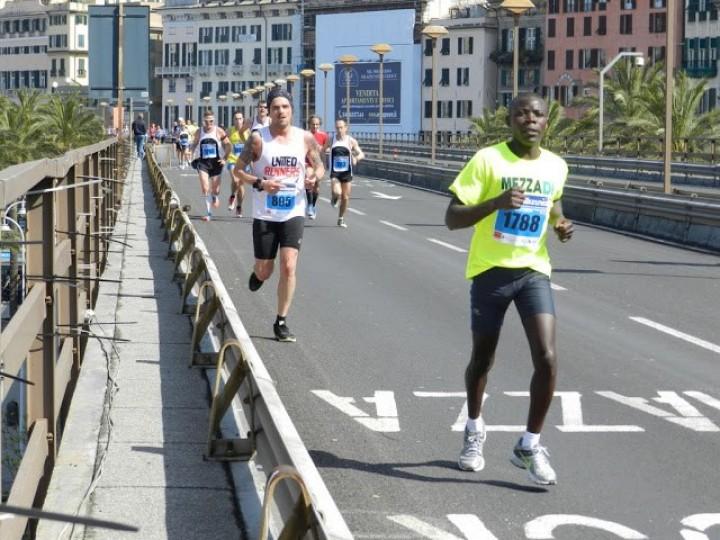La storia triste di Aron che correva la mezza maratona di Genova